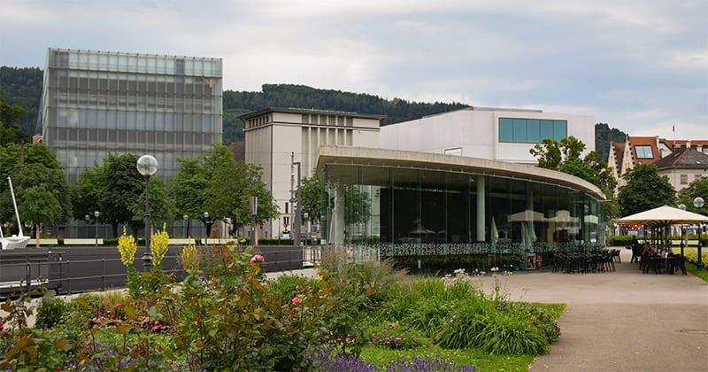 Havengebouw Die Welle, met restaurant