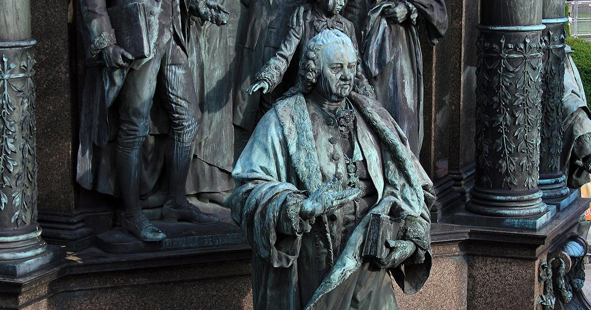 Gerard van Swieten op het Maria-Theresien-Standbeeld in Wenen