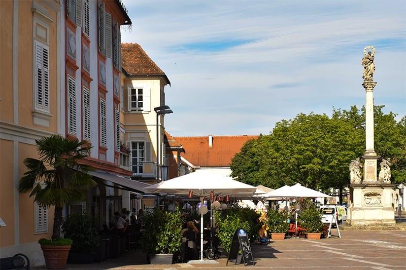 Bad Radkersburg - Terrasjes op het plein