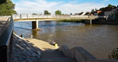 Nieuwe brug over de Mur