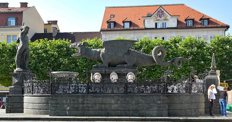 Lindwurm op de Neuer Platz