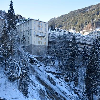 Bevroren waterval onder het centrum van Bad Gastein