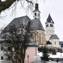 Kirchplatz met twee kerken