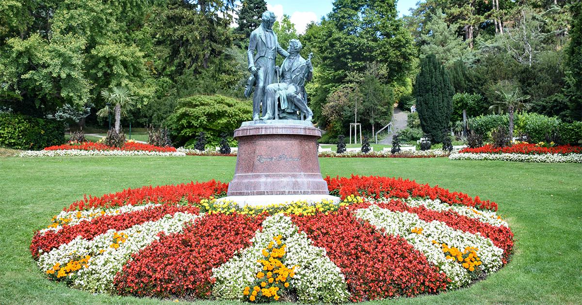 Standbeeld voor de componisten Johann Strauss en Joseph Lanner in het kuurpark