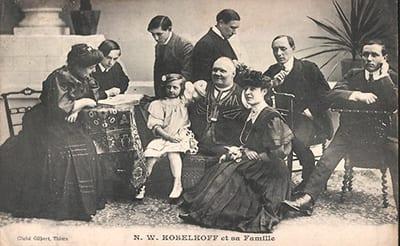 Nikolai Kobelkoff te midden van zijn familie