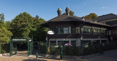 Ingang Schweizerhaus