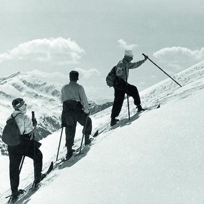 Wintertoeristen vroeger: Naar boven zonder lift