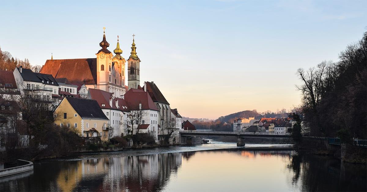 Pfarrkirche Steyr-St. Michael aan de rivier Steyr