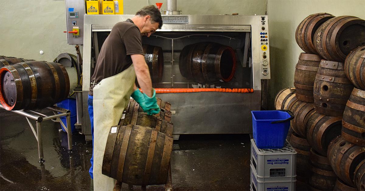 Augustinerbräu Salzburg: Bier vullen in houten vaten