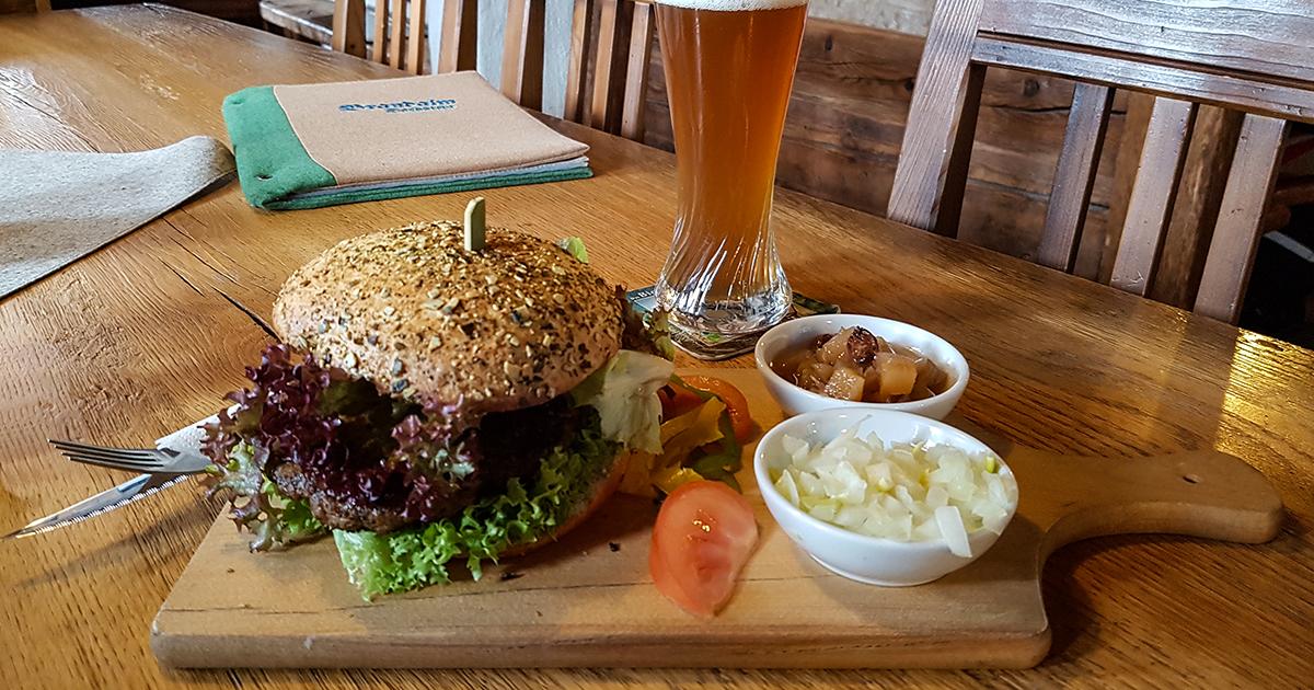 Hamburger van Pinzgauer rund met appel-lariks-chutney