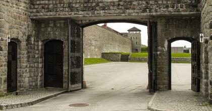 Poort van het concentratiekamp